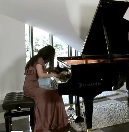 Jong-Gyung Park records Rachmaninov Piano Concerto No. 2 in lockdown for Tonbridge Philharmonic Society members.